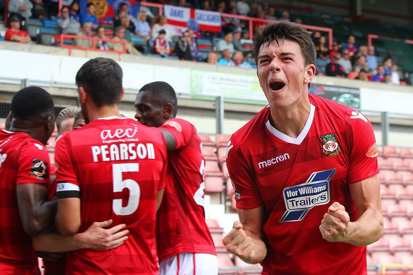 Doug Tharme signs from Wrexham FC