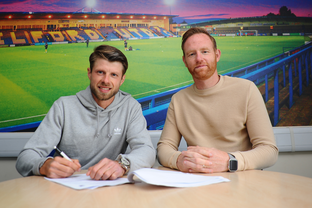 Jason Oswell Signs!